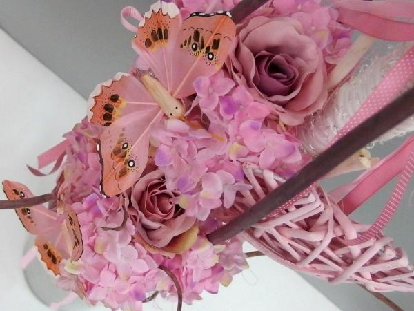 Růžové aranžmá do vázy