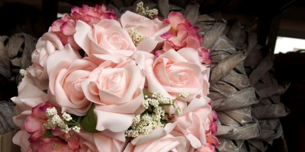 Svatební sezóna začala - čas i pro pěnové růže
