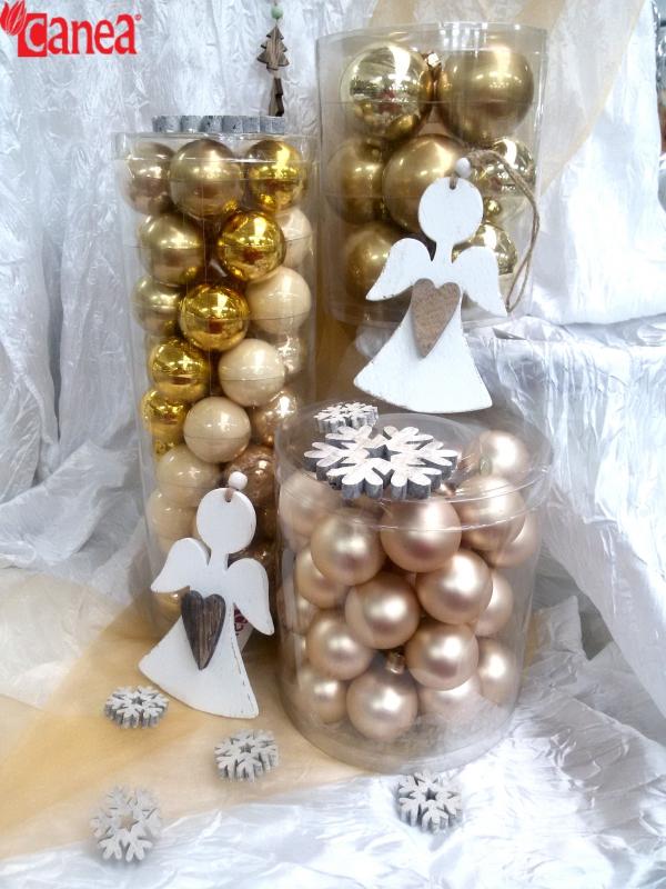 Vánoční kouličky, stuhy a jiné dekorace právě nově v Canee